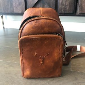Chestnut color leather diagonal chest bag